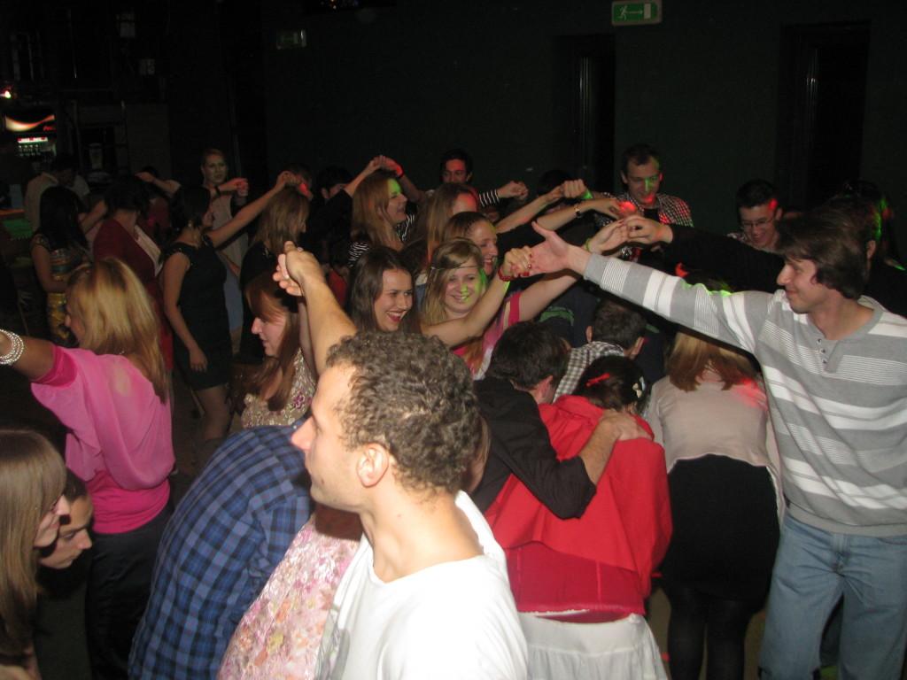 Tańce sprzyjają integracji i uśmiechom! :)