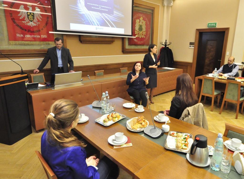 Fot. Zbigniew Sulima - Biuletyn AGH Powitanie uczestników spotkania przez dyrektor biura RPO – Annę Błaszczak