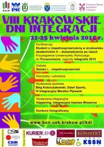 Plakat VIII KDI prezentujący listę najważniejszych wydarzeń. Napisy na zielonym tle. Po lewej stronie obrazki rąk w różnych kolorach.